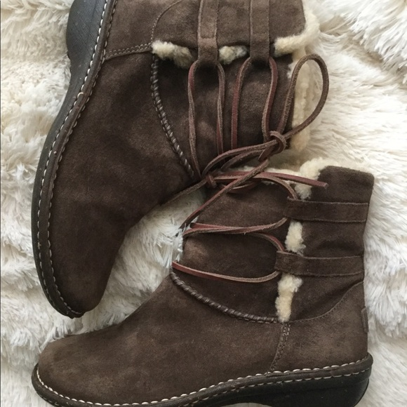 7983d93d69d REDUCED🎉UGG Brown Lace Tie Suede Boots